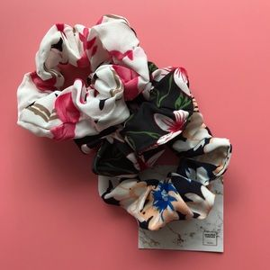 Floral Scrunchie - Flamingo in Flowers